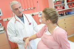 doktorski target225_0_ kobieta w ciąży Fotografia Stock