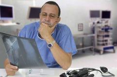 Doktorski target226_0_ Promieniowanie rentgenowskie przy zdjęcia royalty free