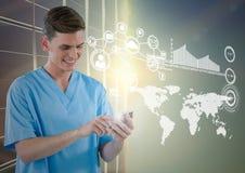 Doktorski używa telefon komórkowy z cyfrowo wytwarzać ikonami obraz royalty free
