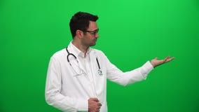Doktorski udźwig Lub Przedstawiać Coś na zieleń ekranie Lewa strona zbiory