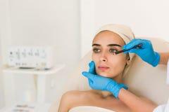 Doktorskie rysunek oceny na żeńskiej twarzy obrazy royalty free