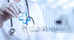Doktorskiej ręki rysunkowe ikony z nowożytnym komputerowym interfejsem Obrazy Stock