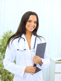 doktorsläkarundersökningkvinna Royaltyfri Bild