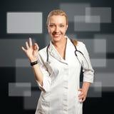 doktorsoken visar kvinnabarn arkivfoton