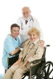 doktorssjuksköterskatålmodig Arkivfoton