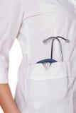 Doktoruniform und -stethoskop Stockfoto