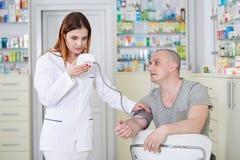 - doktorze ciśnienie krwi Fotografia Royalty Free
