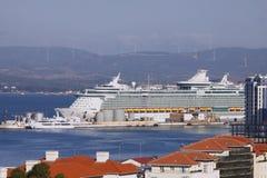 Dokujący statek wycieczkowy Zdjęcia Royalty Free