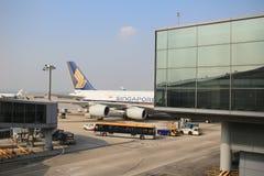 A380-800 dokujący w lotnisku w Hong Kong Hong Kong Internationa Zdjęcie Stock