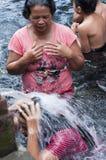 Dokumentär redaktörs- bild Helig Tirta Empul för vårvatten hinduisk tempel, Bali Indonesien Arkivfoto
