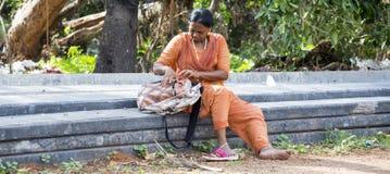 Dokumentär redaktörs- bild Oidentifierade kristen, katolikfolk går från Chennai, Madras till Velanganni, Velankanni för pil arkivbild