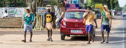 Dokumentär redaktörs- bild Oidentifierade kristen, katolikfolk går från Chennai, Madras till Velanganni, Velankanni för pil royaltyfri foto