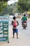 Dokumentär redaktörs- bild Oidentifierade kristen, katolikfolk går från Chennai, Madras till Velanganni, Velankanni för pil royaltyfria foton
