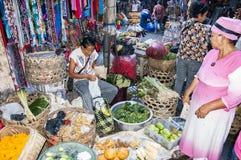 Dokumentär redaktörs- bild Typisk marknad på Bali Arkivfoton