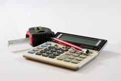 Dokument, beräkningar, räknemaskiner, räknemaskin och penna och penna Royaltyfri Foto
