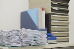 Dokument, Dateiarbeit und Dokumentenfach stockfoto