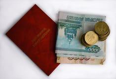 Dokument del certificado de la pensión aislado y monedas fotos de archivo libres de regalías
