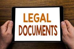 Dokument för överskrift för handhandstiltext lagliga Affärsidé för avtalsdokumentet som är skriftligt på minnestavlabärbara dator Fotografering för Bildbyråer