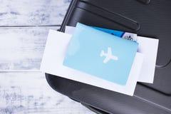 Dokument för flyget och passet, resväska Tur på semester kopiera avstånd royaltyfria foton