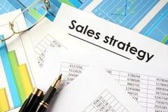 Dokument mit Titel Verkaufsstrategie Stockbild