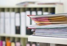 Dokument und Datei im Büro stockfotos