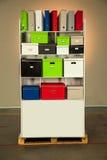 Dokumentacja stojak z pudełkami fotografia stock