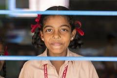 Dokumentalny Redakcyjny wizerunek Dziecko przy szkołą zdjęcia stock