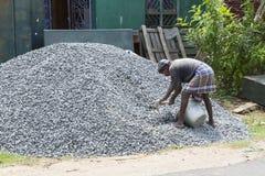 Dokumentalny Redakcyjny wizerunek Niezidentyfikowanej budowy indyjscy pracownicy pracują przy budowa domu miejscem Zdjęcie Royalty Free