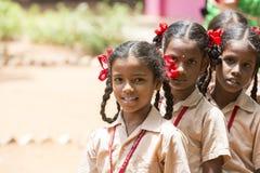 Dokumentalny Redakcyjny wizerunek Niezidentyfikowany dziecko dziewczyn ono uśmiecha się Obrazy Royalty Free