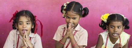 Dokumentalny Redakcyjny wizerunek Niezidentyfikowany dziecko dziewczyn ono uśmiecha się Zdjęcia Stock