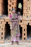 Dokumentarischer redaktioneller Handstrichziegel in Indien Stockbild