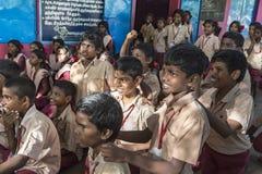 Dokumentarisches redaktionelles Bild Treffen an der Regierungsschule Stockfotos