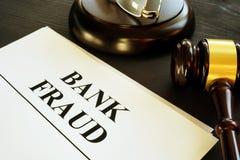 Dokumente über Bankbetrug in einem Gericht lizenzfreie stockfotos