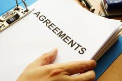 Dokumente mit Titel Vereinbarungen stockbild