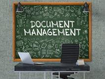 Dokumenten-Management-Konzept Gekritzel-Ikonen auf Tafel 3d Lizenzfreie Stockfotos