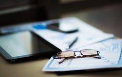 Dokumenty dla miejsca pracy biznesmen Fotografia Stock