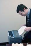 dokumenty strzępienie biznesmen obrazy stock