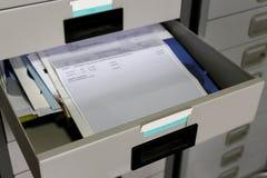 Dokumenty w biurowym kreślarzie Obrazy Stock