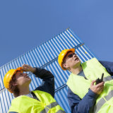 Dokwerkers op het werk Stock Foto's