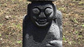 Dol hareubang, także nazwany tol harubang, hareubang lub harubang, - Tradycyjny statua strażnik Jeju wyspa w Południowym Korea zdjęcie wideo