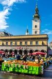 Dolac marknad och StMarys kyrka - Zagreb, Kroatien Arkivfoton
