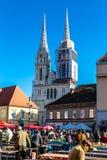 Dolac rynek Z Katedralnym Zagreb, Chorwacja zdjęcie stock