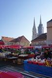 Dolac rynek z Zagreb katedry tłem obraz royalty free