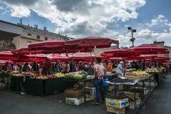 Dolacmarkt, de populairste openluchtmarkt van Zagreb stock fotografie