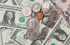 Dolarów banknoty jako tło i monety Fotografia Royalty Free