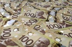 100 dolarów kanadyjskich banknotów. Fotografia Royalty Free