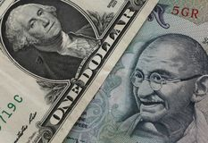 dolar amerykański i Indiańska rupia Obrazy Royalty Free