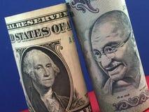 dolar amerykański i Indiańska rupia Zdjęcia Stock