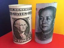 dolar amerykański versus chińczyk Juan Fotografia Royalty Free