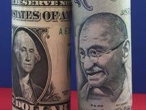 dolar amerykański versus Indiańska rupia Fotografia Royalty Free